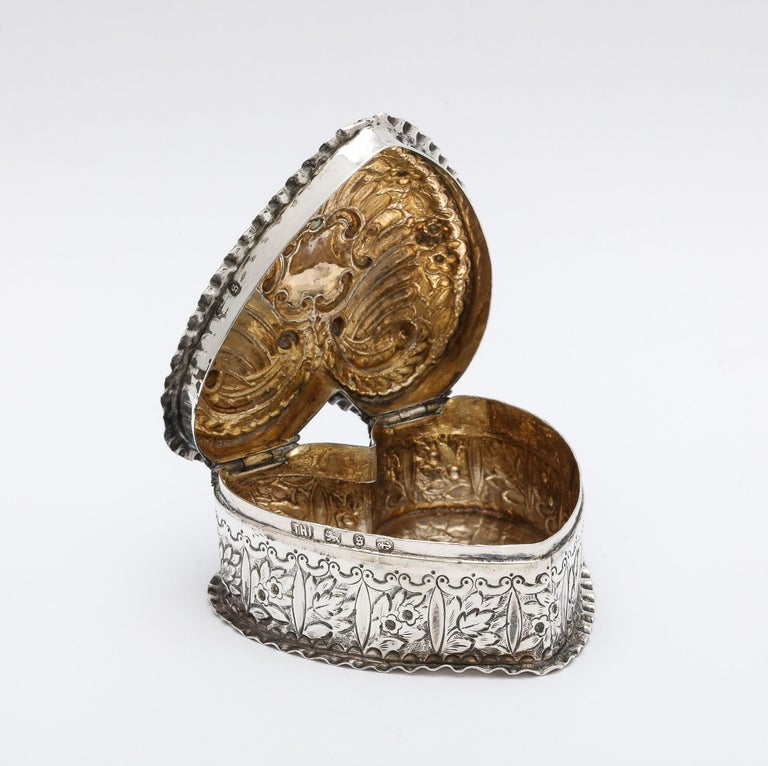 Victorian Sterling Silver Heart-Form Trinkets Box with Hinged Lid For Sale 2