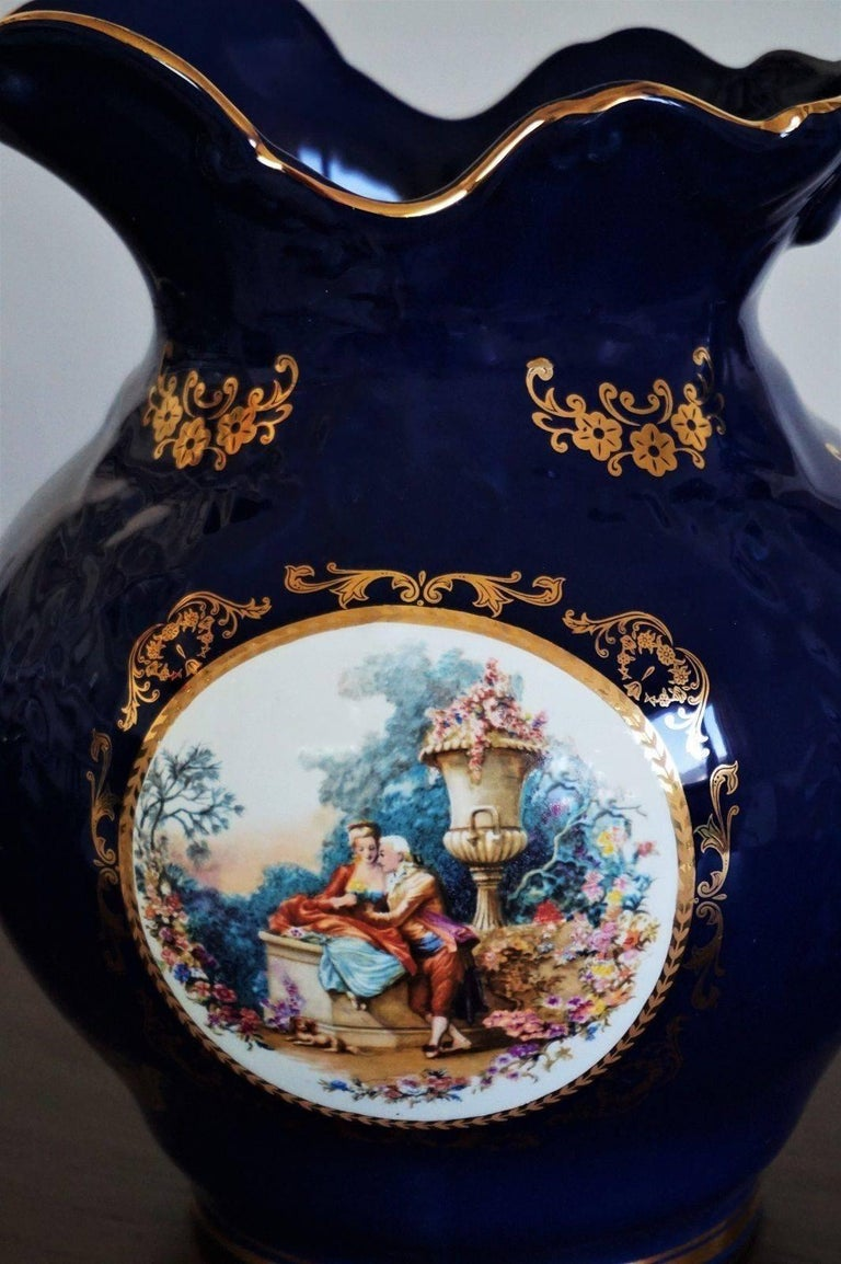 Victorian Style Cobalt Blue Hand Painted Porcelain Wash Bowl Pitcher In Good Condition For Sale In Frankfurt am Main, DE