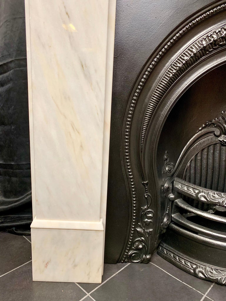 Victorian Style Statuary Marble Fireplace Surround In Good Condition For Sale In Edinburgh, GB