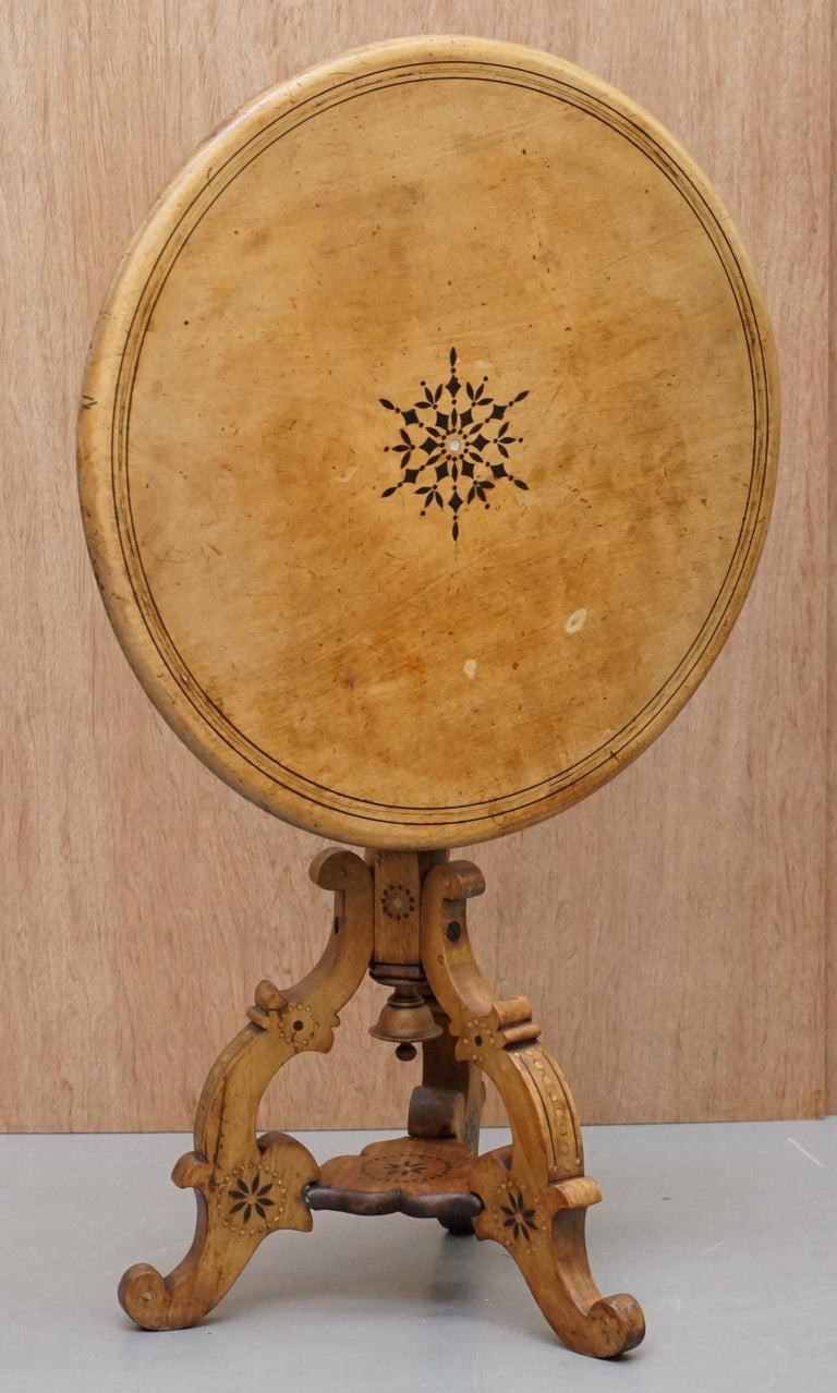Victorian Sycamore Wood Mother of Pearl Inlay Round Tilt-Top Occasional Table For Sale 5