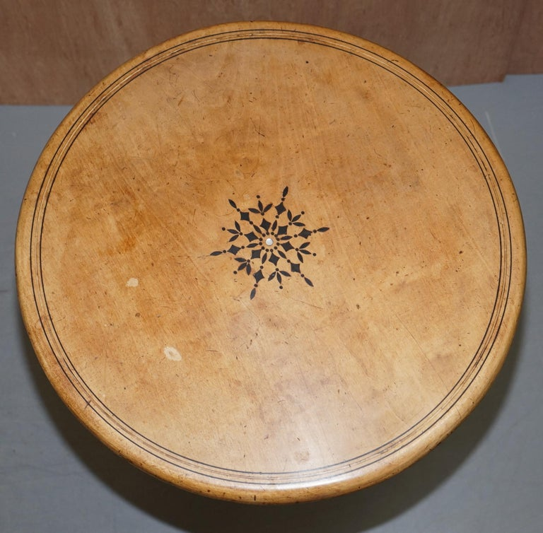 English Victorian Sycamore Wood Mother of Pearl Inlay Round Tilt-Top Occasional Table For Sale