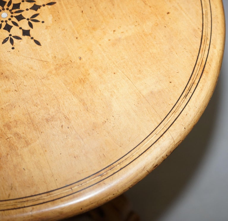 Victorian Sycamore Wood Mother of Pearl Inlay Round Tilt-Top Occasional Table In Good Condition For Sale In London, GB