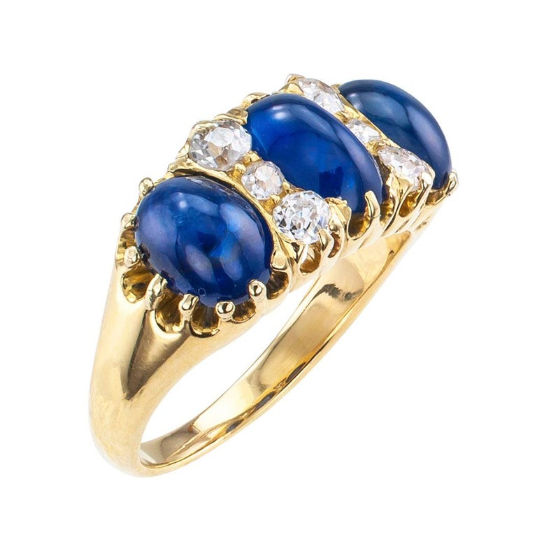 Victorian Three-Stone Cabochon Sapphire Diamond Gold Ring In Good Condition For Sale In Los Angeles, CA