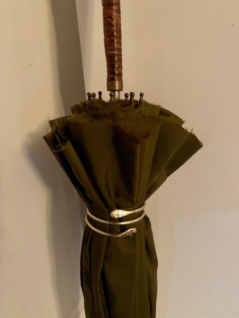 Victorian Umbrella with Cane Handle In Good Condition For Sale In Los Angeles, CA