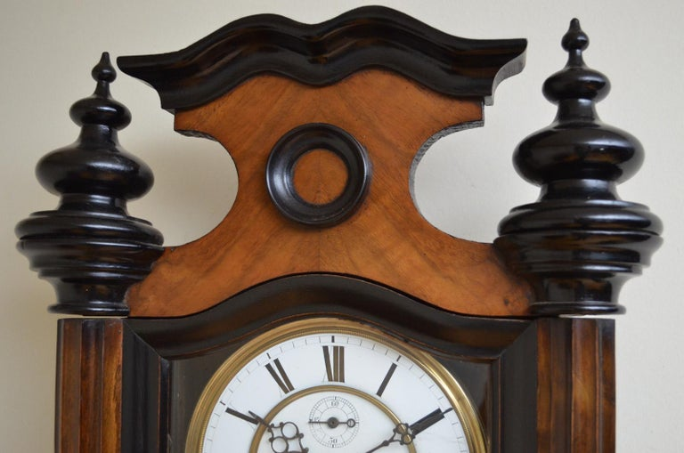 Victorian Vienna Clock in Walnut In Good Condition For Sale In Whaley Bridge, GB
