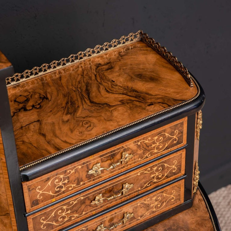 Victorian Walnut Bonhuer de Jour For Sale 4