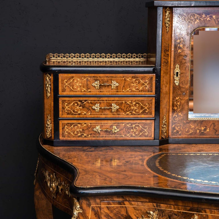 Victorian Walnut Bonhuer de Jour For Sale 5