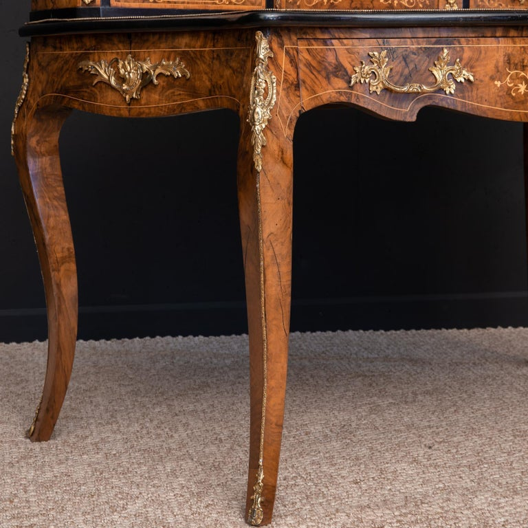 Victorian Walnut Bonhuer de Jour For Sale 6