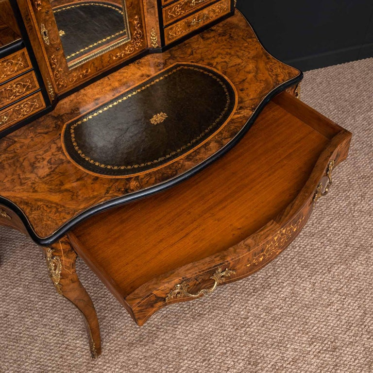 Victorian Walnut Bonhuer de Jour For Sale 8