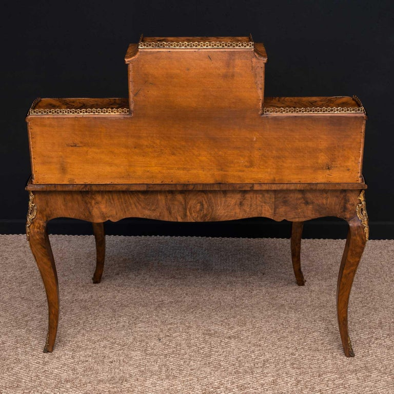 Victorian Walnut Bonhuer de Jour For Sale 12