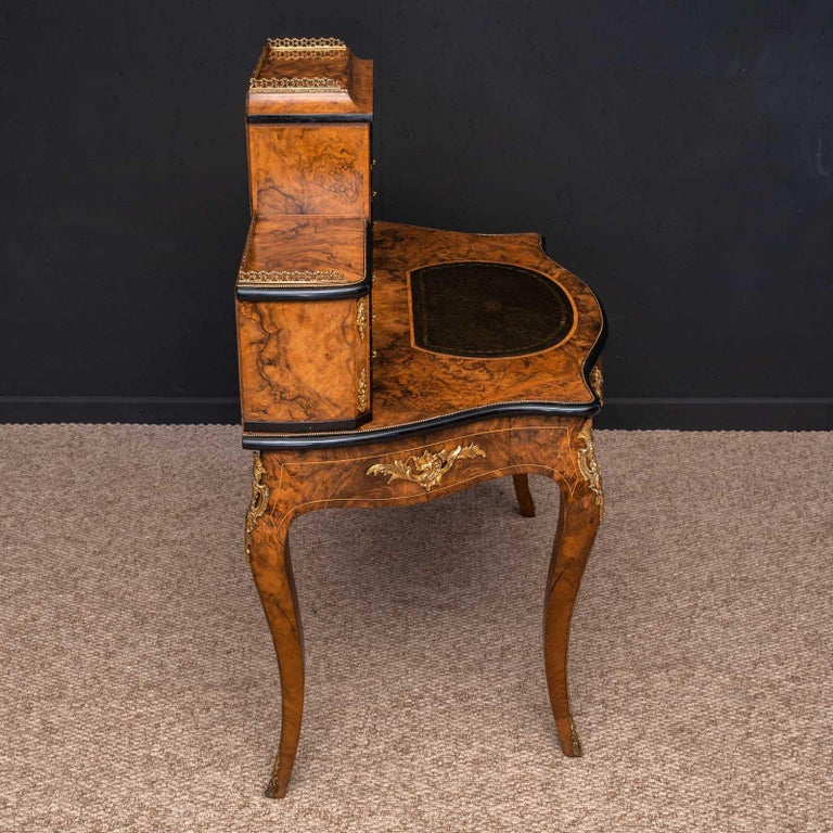 Victorian Walnut Bonhuer de Jour For Sale 14