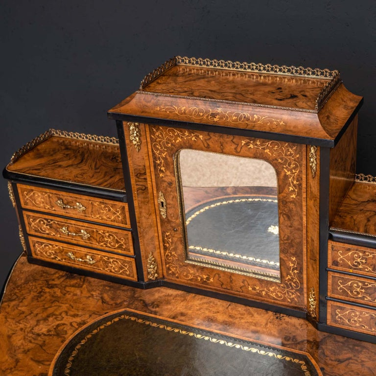 Late 19th Century Victorian Walnut Bonhuer de Jour For Sale