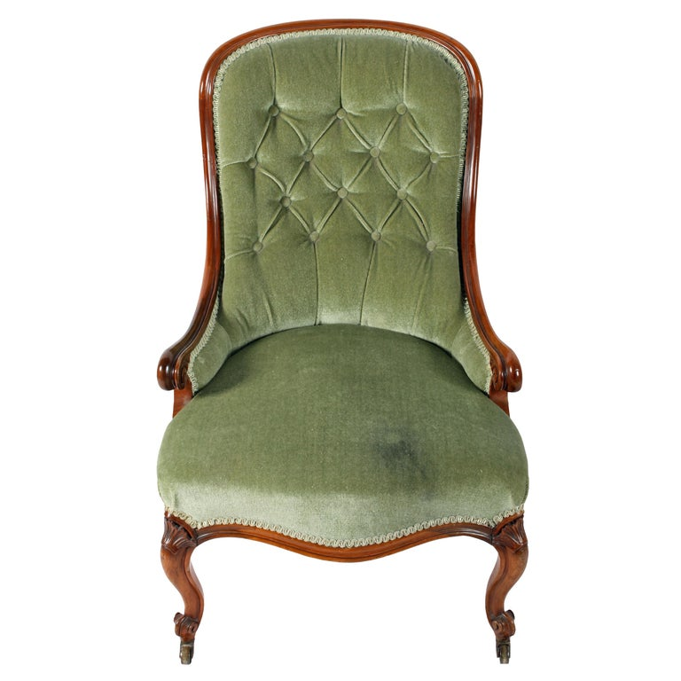 English 19th Century Victorian Walnut Slipper Shaped Easy Arm Chair For Sale