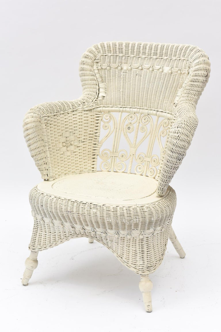 Victorian Wicker Parlor Set 'His, Her and Child's' Chairs, Settee and Rocker In Good Condition For Sale In Miami Beach, FL