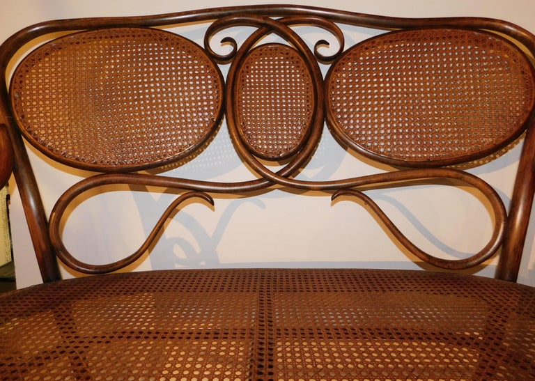Vienese Secessionist Gebruder Thonet Art Nouveau Bentwood Bench Settee In Excellent Condition For Sale In Hamilton, Ontario