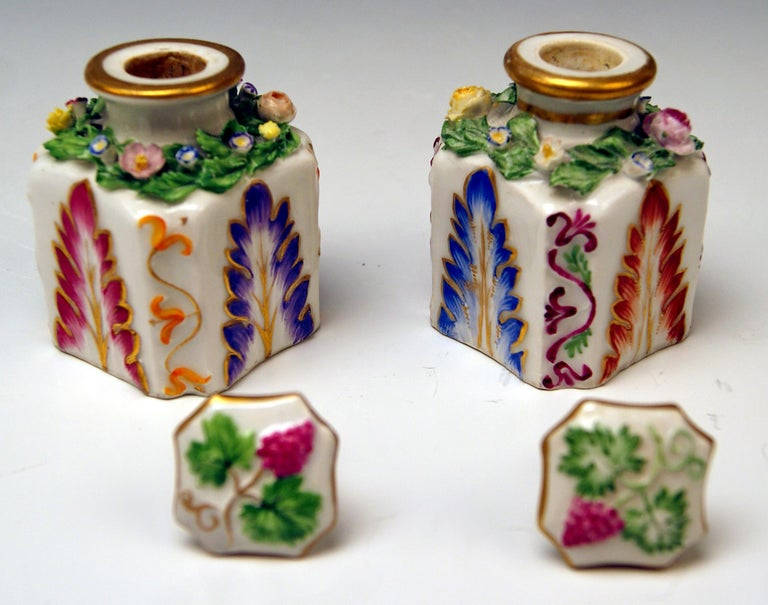 Vienna Imperial Porcelain Pair of Flacons Painted Austria Vienna 1841 and 1844 In Good Condition In Vienna, AT