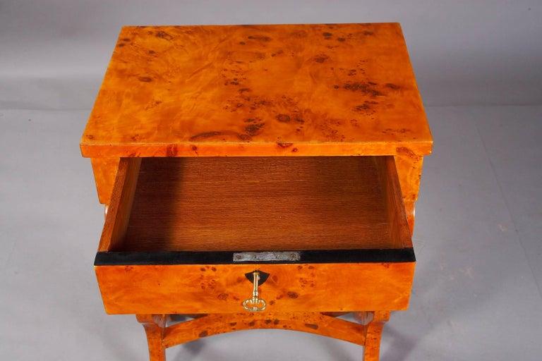 Vienna Salon Table in Biedermeier Style Maple Root  For Sale 4