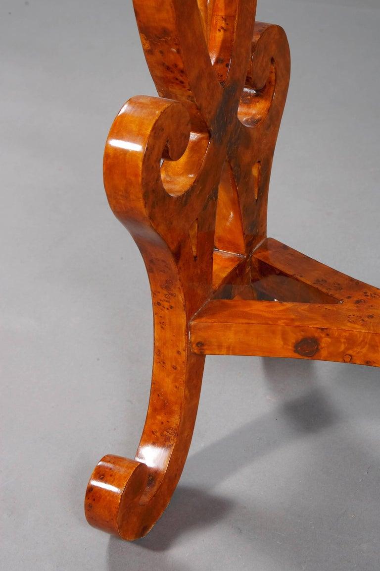 Vienna Salon Table in Biedermeier Style Maple Root  In Good Condition For Sale In Berlin, DE