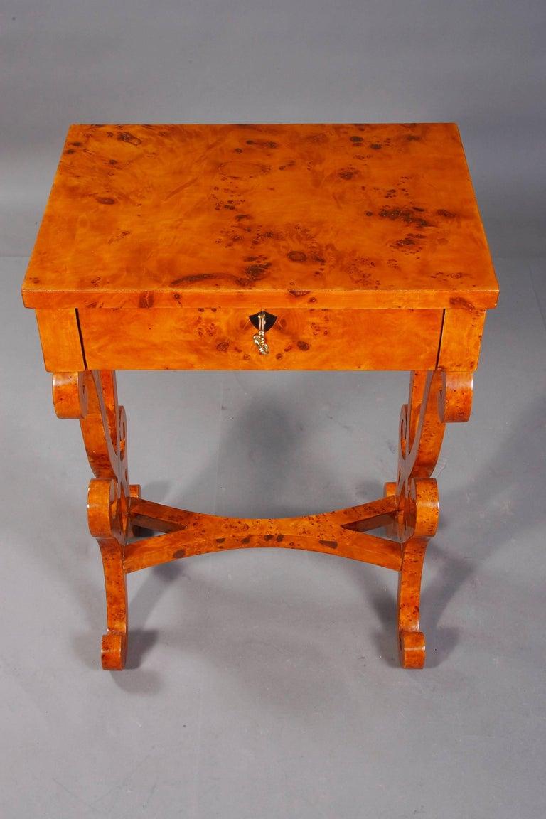 Vienna Salon Table in Biedermeier Style Maple Root  For Sale 1