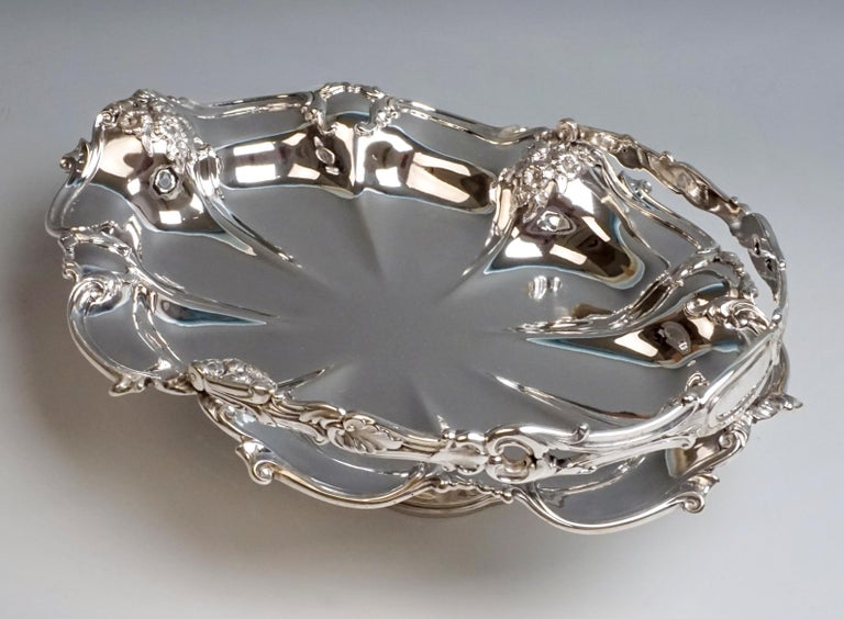Art Nouveau Viennese Silver Centerpiece Bowl with Handle by Jarosinski & Vaugoin, circa 1925 For Sale