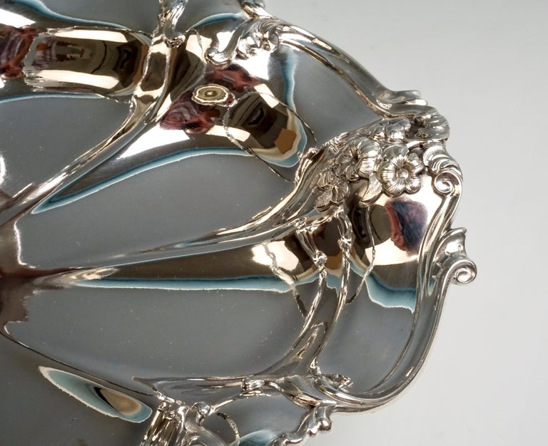 Austrian Viennese Silver Centerpiece Bowl with Handle by Jarosinski & Vaugoin, circa 1925 For Sale