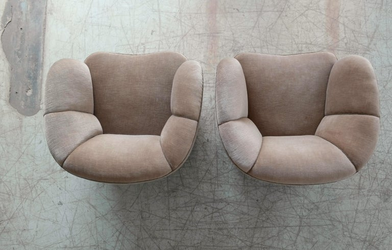 Viggo Boesen Style Pair of 1940s Danish Low Club or Lounge Chairs in Velvet For Sale 4