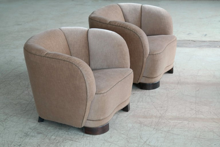 Viggo Boesen Style Pair of 1940s Danish Low Club or Lounge Chairs in Velvet For Sale 1