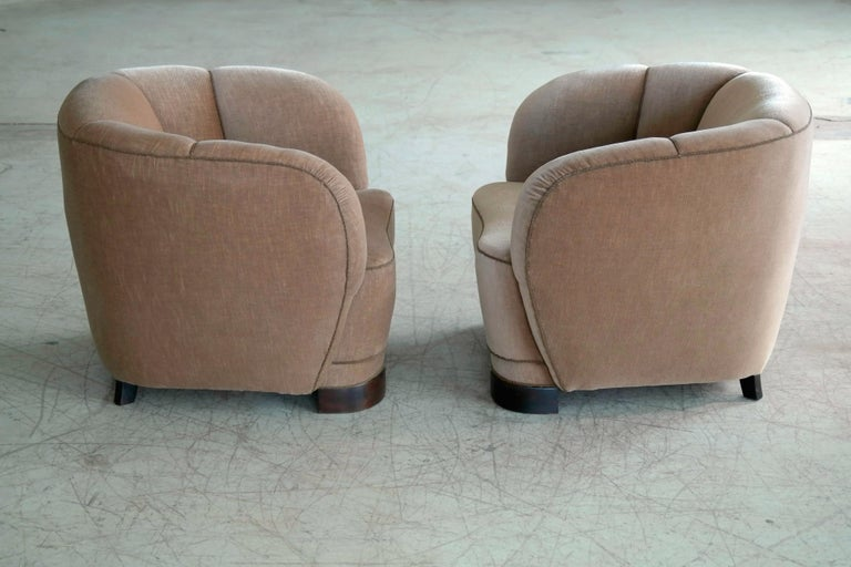 Viggo Boesen Style Pair of 1940s Danish Low Club or Lounge Chairs in Velvet For Sale 2