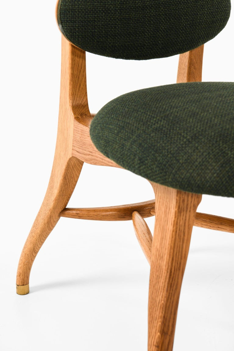 Very rare musician chair with adjustable seat and back designed by Vilhelm Lauritzen. Produced in Denmark.