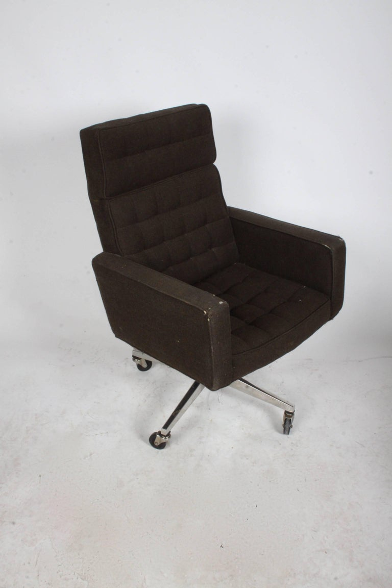 Out of production vintage Vincent Cafiero for Knoll executive desk chair in original fabric on castors. Attached tufted seat cushions in the style of Florence Knoll. Chair is in need of reupholstery, structurally fine. Tilt adjustment.