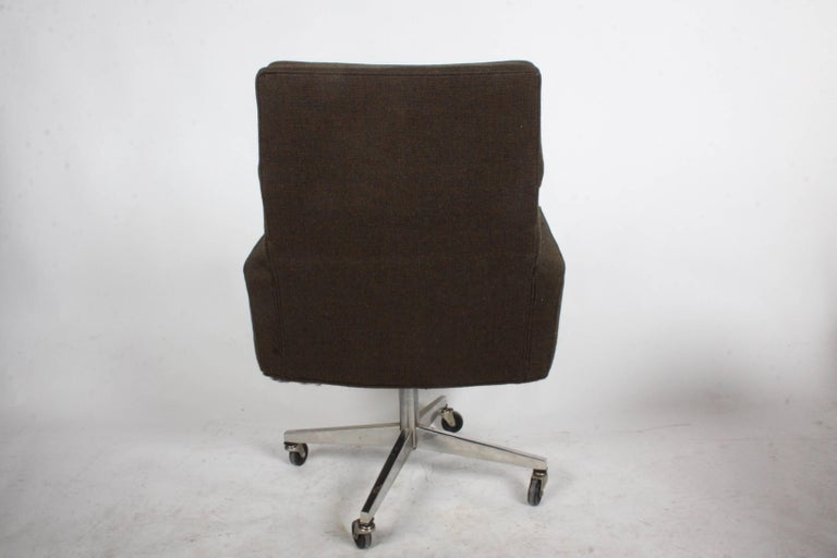 Vincent Cafiero for Knoll Executive Office or Desk Chair In Good Condition For Sale In St. Louis, MO