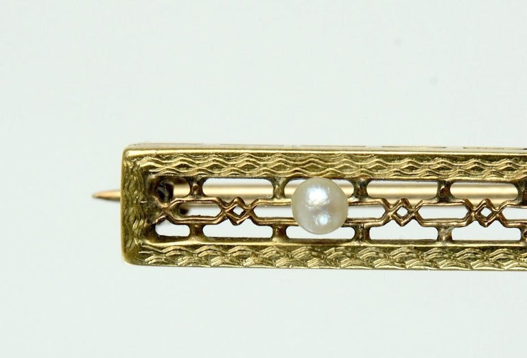 Vintage 10 Karat Yellow Gold, Diamond and Seed Pearl Bar Pin or Brooch In Good Condition For Sale In valatie, NY