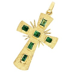 Vintage 1.00 Carat Colombian Emerald 18 Karat Gold Cross Pendant