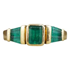 Vintage 1.00 Carat Emerald Multi Stone Staged Setting Ring in 18ct Yellow Gold