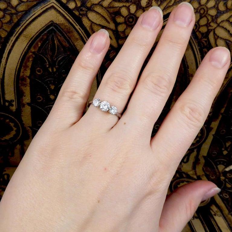 Vintage 1.00 Carat total Diamond Three-Stone Ring in Platinum For Sale 4