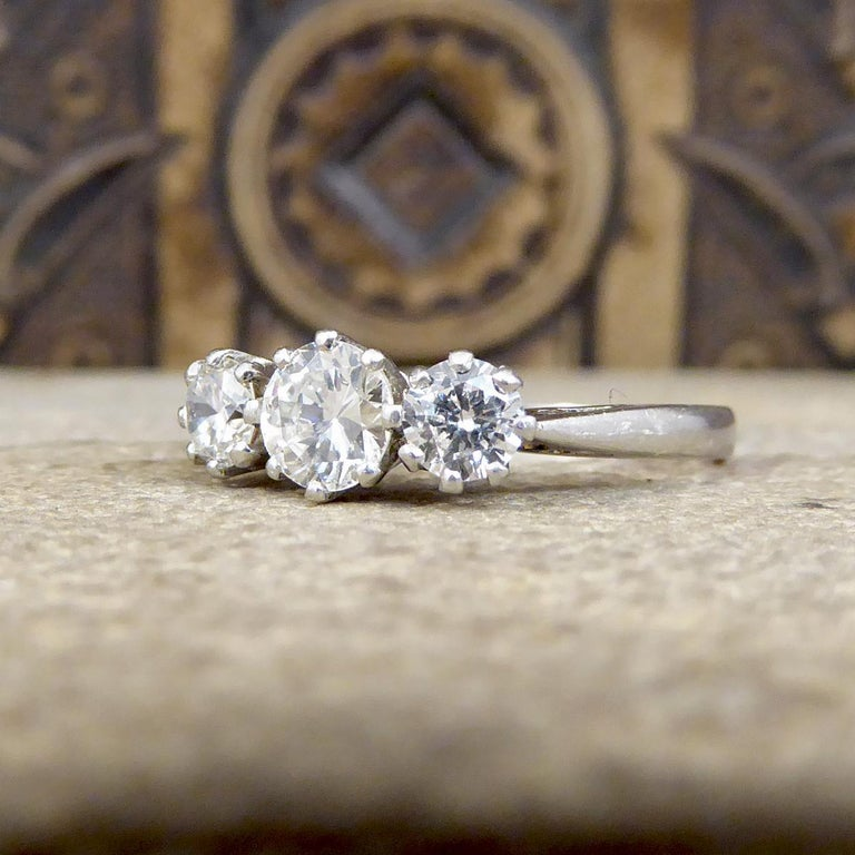 Vintage 1.00 Carat total Diamond Three-Stone Ring in Platinum In Good Condition For Sale In Yorkshire, West Yorkshire