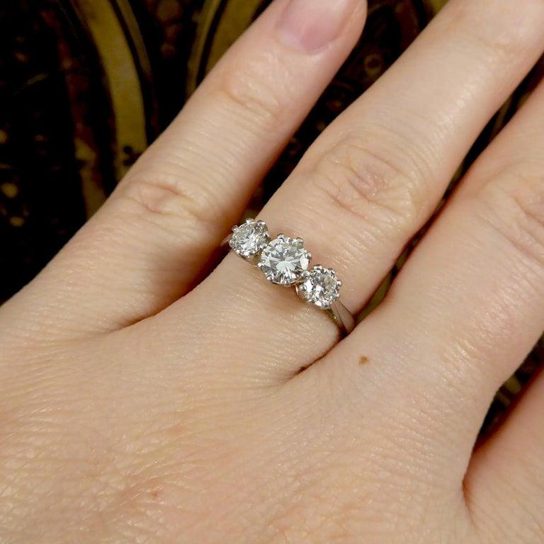 Vintage 1.00 Carat total Diamond Three-Stone Ring in Platinum For Sale 1