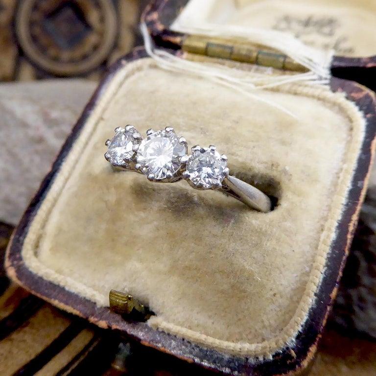 Vintage 1.00 Carat total Diamond Three-Stone Ring in Platinum For Sale 3