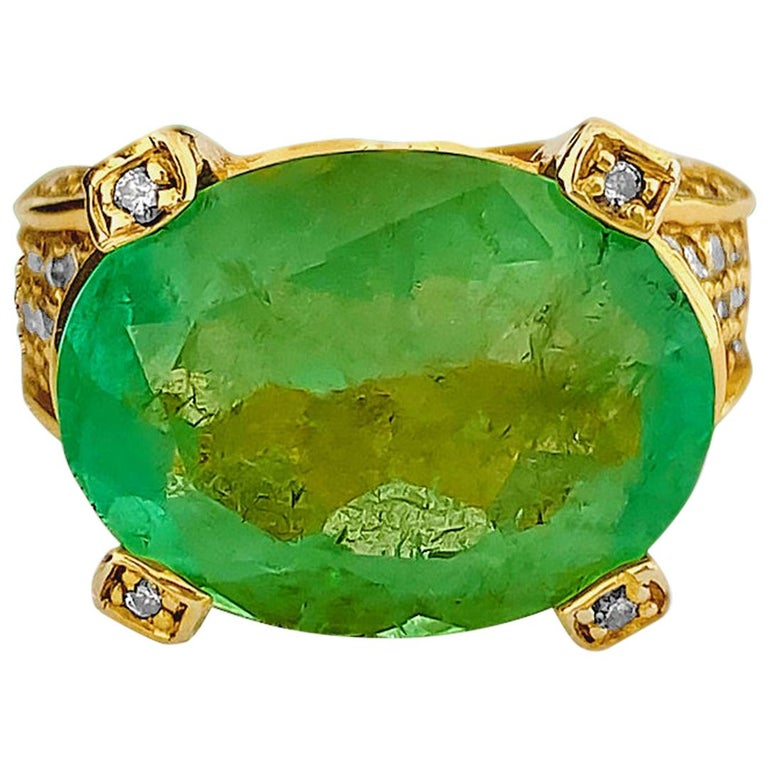 Vintage 11.50 Carat Colombian Emerald and Diamond Ring For Sale
