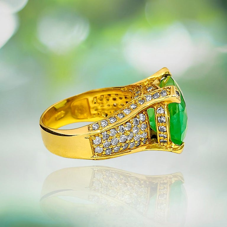 Art Deco Vintage 11.50 Carat Colombian Emerald and Diamond Ring For Sale