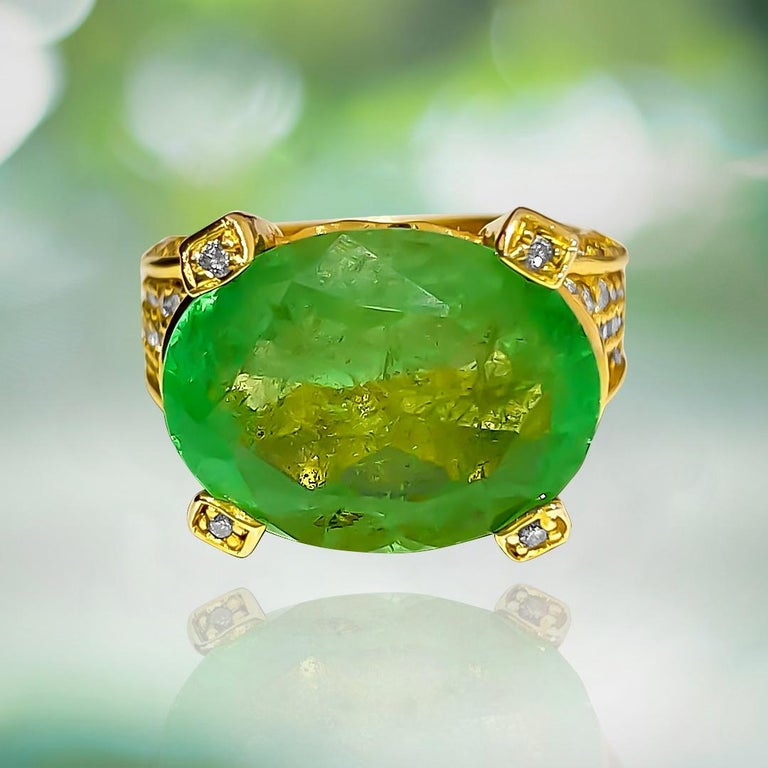 Women's or Men's Vintage 11.50 Carat Colombian Emerald and Diamond Ring For Sale