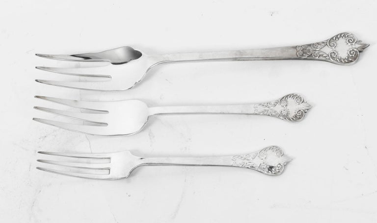 Vintage 12 Place Settings Roberts & Belk 154 Piece Canteen of Cutlery, 1981 For Sale 6