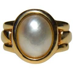 Vintage 14 Karat Gold Mabe Pearl Oval Signet Ring