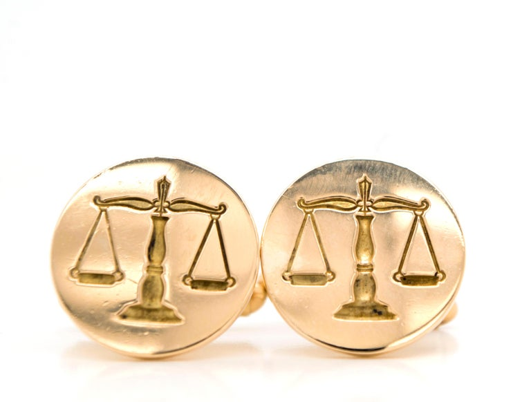 Vintage 14 Karat Gold Scales of Justice Cuff Links In Good Condition For Sale In Westport, CT