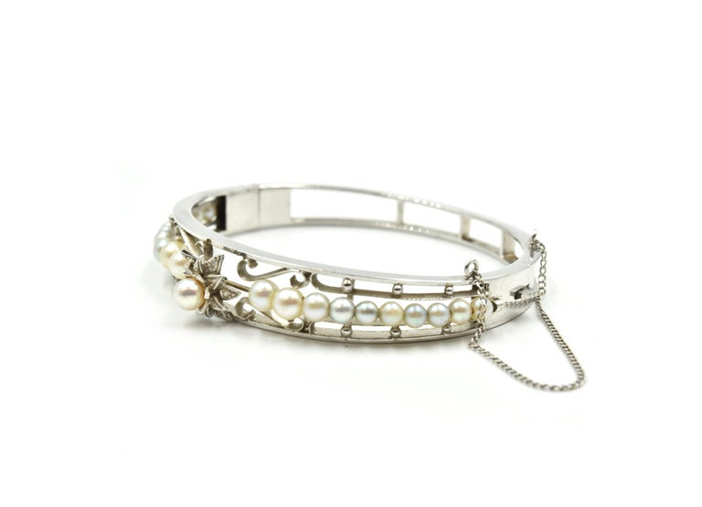 Vintage 14 Karat White Gold Pearl Bangle In Excellent Condition For Sale In Scottsdale, AZ