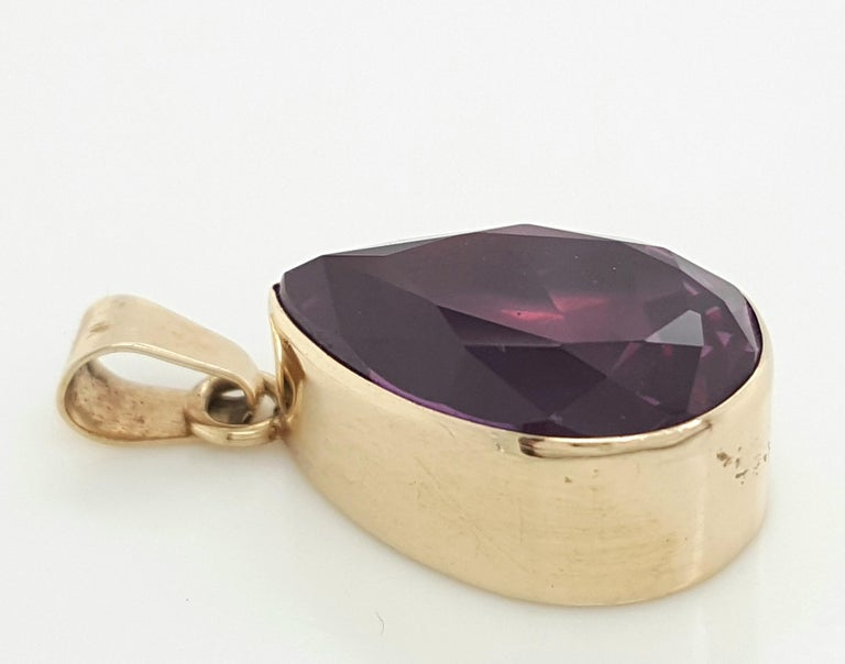 Vintage 14 Karat Yellow Gold Large Amethyst Pendant Charm In Good Condition For Sale In Addison, TX