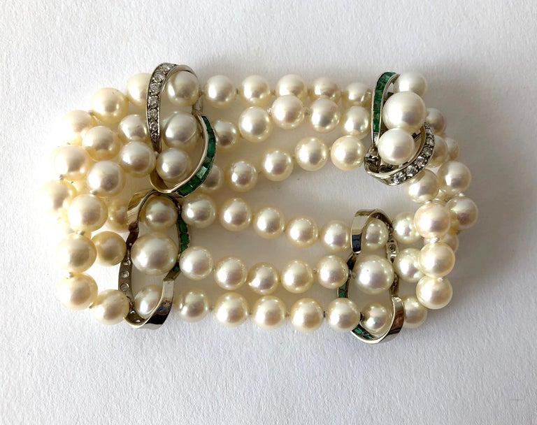 Vintage 14 Karat White Gold 1960s Diamond Emerald Pearl Three-Strand Bracelet In Good Condition For Sale In Los Angeles, CA