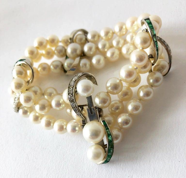 Women's Vintage 14 Karat White Gold 1960s Diamond Emerald Pearl Three-Strand Bracelet For Sale