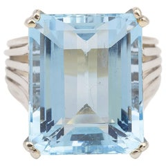 Vintage 16 Carat Aquamarine 18 Karat White Gold Cocktail Ring