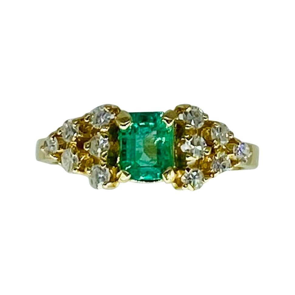 Vintage 1.60 Carat Emerald and Diamonds Cocktail Cluster Ring 18k Gold